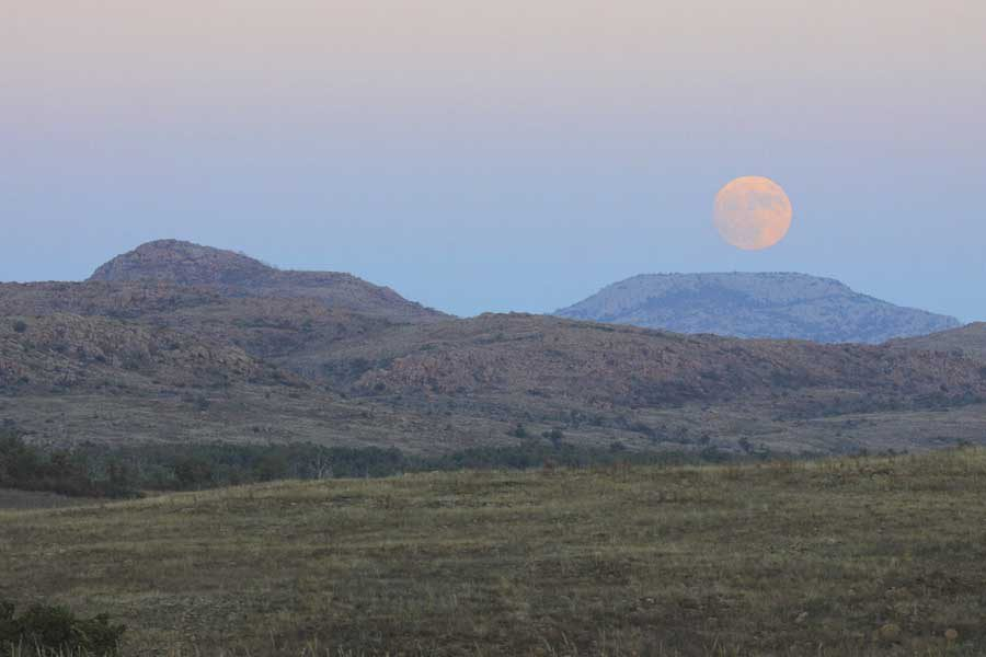 Landscape photography - The Super Moon Rising Over Mt Scott